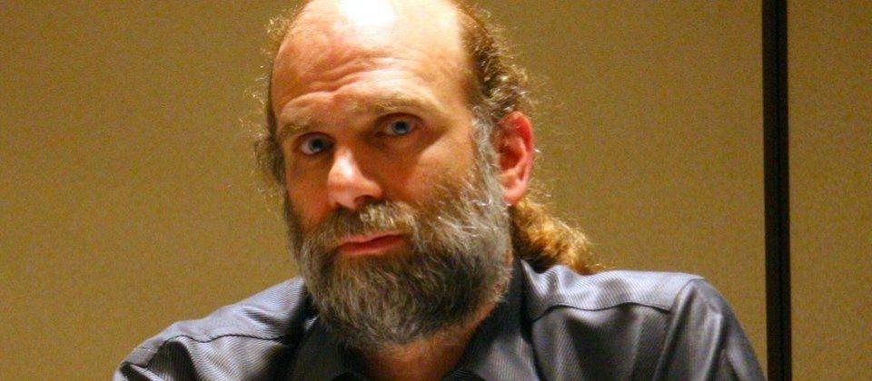 知名密碼專家Bruce Schneier表示,Heartbleed是個災難性的臭蟲,如果從1~10要評分的話,他給11分。