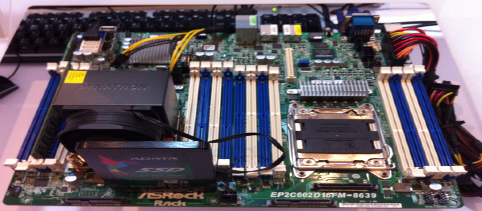 由內建了4個SFF-8649埠的華擎EP2C602D16FM-8639主機板,搭配使用了LSI SandForce SF3700 Flash控制器的威剛 SE 1020SP固態硬碟組成。