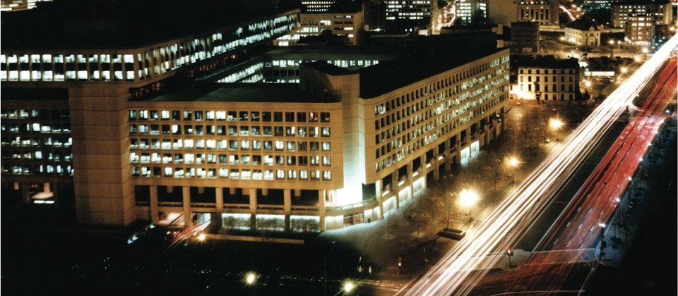 位於美國華盛頓哥倫比亞特區的FBi總部,日夜運作不息。