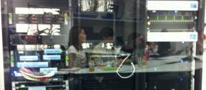 藉由位於東京Intel K.K.的Digital Enterprise Showroom,Intel日前在5月29日的APJ Enterprise Summit中,展示DCM資料中心管理平臺各項元件的功能